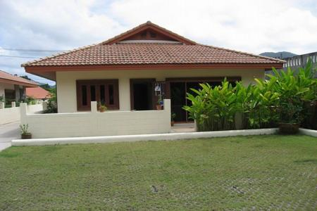 Two Bedroom Villa with a Communal Swimming Pool for Rental at the Loch Palm Estate
