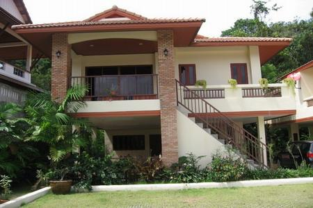 Two-Three Bedroom Modern Thai House with a Communal Pool for Rental at Loch Palm