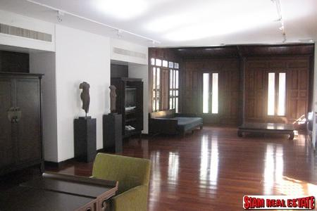 Sukhumvit 40, 3 bedrooms Thai traditional house with in-house swimming pool