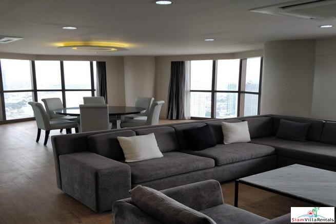 2 Bedroom, 2 Bathroom High Rise Condo on the 47th floor, Chaopraya River and City View with nice Balconies, Fully Furnished, Silom