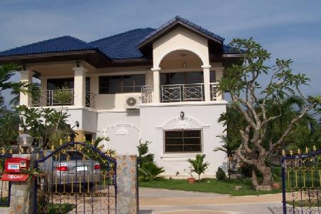 Two Storey House, Three Bedrooms, Three Bathrooms - Pattaya