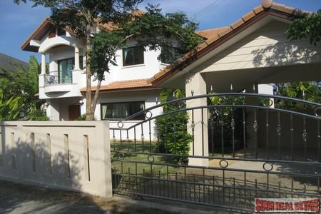 Large Modern House with a Private Swimming Pool Available to Rent at Chalong