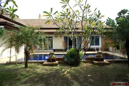 Modern Pool Villa with Three Bedrooms For Rent at Rawai