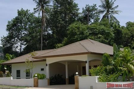 Classy Four Bedroom House with Private Swimming Pool For Long Term Rent at Chalong