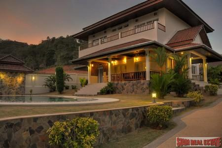 Luxury 4 Bedroom Holiday Villa with Private Swimming Pool in Rawai