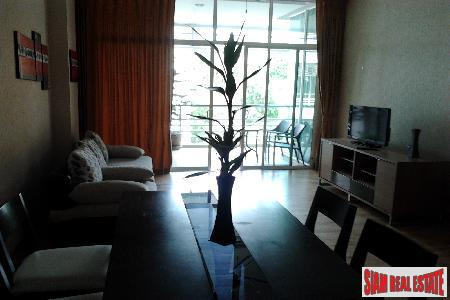 Immaculate Seaview Condo with 1 2