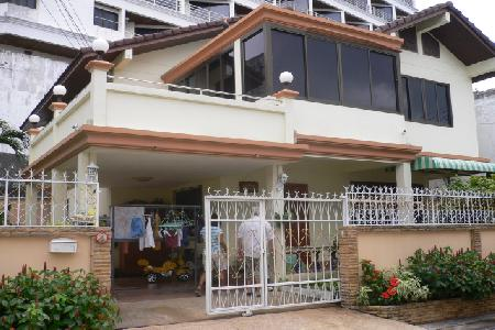 Two Storey Four Bedroom House with Large Garden in the Heart of Pattaya