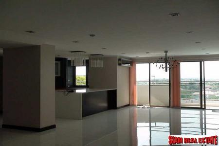 Immaculate and spacious 5 Bedrooms 4 Bathrooms Condo for sale, near the junction of Srinakarin and Pattanakarn Road