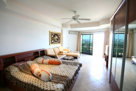 Fabulous Seaview Studio Condo in Popular Pattaya Estate