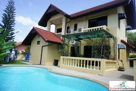 Hilltop Three Bedroom House with Private Pool in Kathu