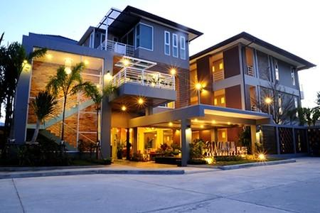 Contemporary Styled Family  Room Apartment with a Communal Pool at Cherngtalay For Rent
