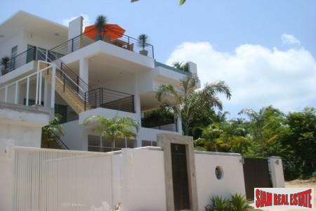 Contemporary Three Bedroom House with 5
