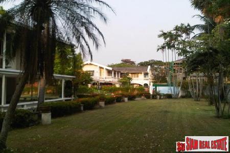 Land plot for sale on Chuaplerng, Rama IV Road., Silom, Sathorn, Bangkok