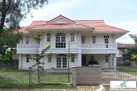 Large Luxury Three Bedroom House in Kathu