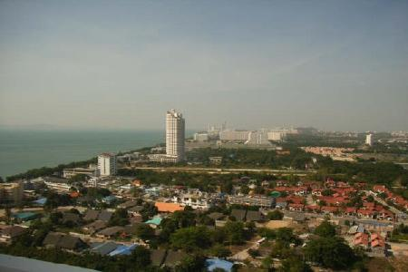 An Ample Sized 2 Bedroom Condo Situated In The Popular Area Of Jomtien
