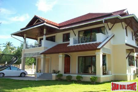 3 Bedroom Seaside Villa in Khao Lak
