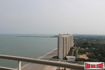 Beachfront 2 bedrooms  condominium with a nice sea and mountain views