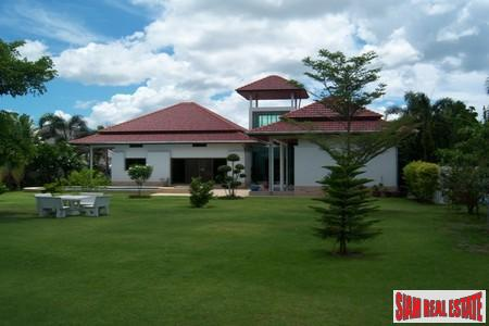 Luxurious Three Bedroom Villa on High-end Project in Hua Hin