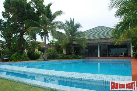 Luxury pool villa with 7 bedrooms on the Golf Course wth nice lake view for sale.
