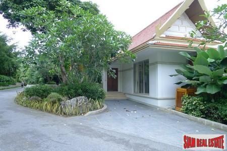 Classic Three Bedroom Pool Villa 10