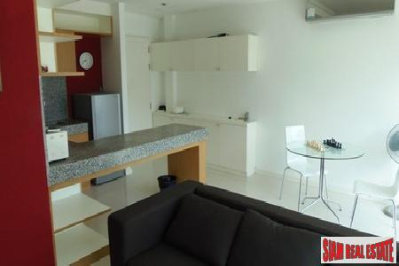 Modern One Bedroom Apartment in 6
