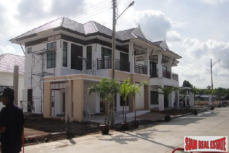 New Housing Estate Located Near Highway To Bangkok - East Pattaya
