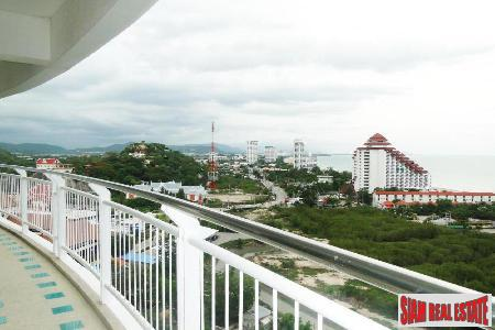 3 bedrooms condominium only few steps from the beach for Sale