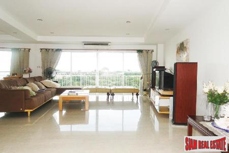 3 bedrooms condominium only few 2