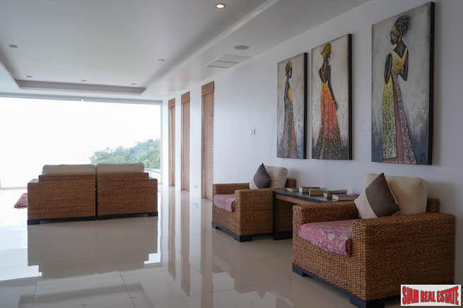 Seafront, Three-Bedroom Penthouse Apartment in 18