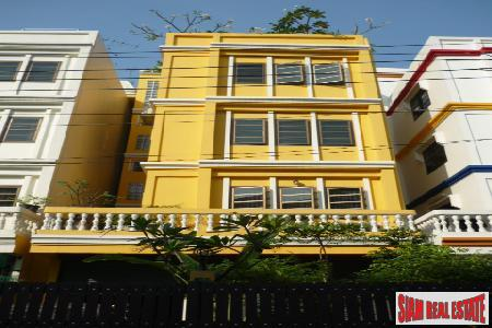Townhouse/Office. Sukhumvit, Great Location between soi 62 and Sukhumvit 64!