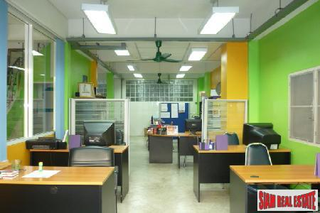 Townhouse/Office. Sukhumvit, Great Location between 2