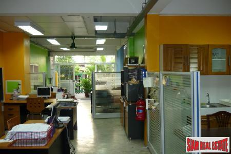 Townhouse/Office. Sukhumvit, Great Location between 3