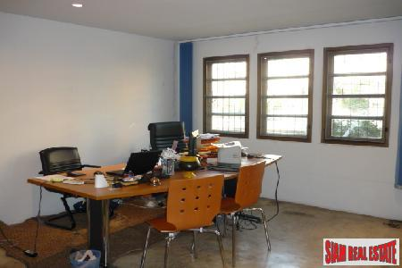 Townhouse/Office. Sukhumvit, Great Location between 5