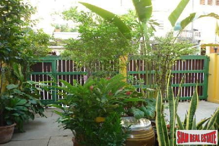 Townhouse/Office. Sukhumvit, Great Location between 6