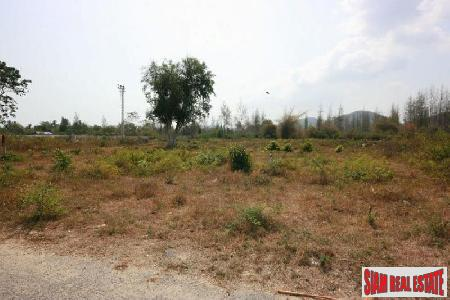 A plot of land for sale close to Hua Hin town center.