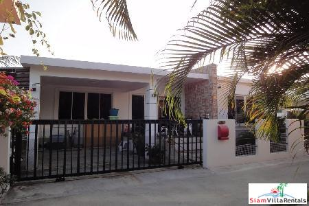 A three bedroom house for rent in a small development only a few mins drive from Hua Hin town.