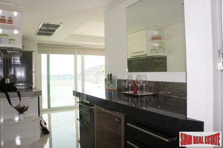 Two-Bedroom Sea View Apartment in 9