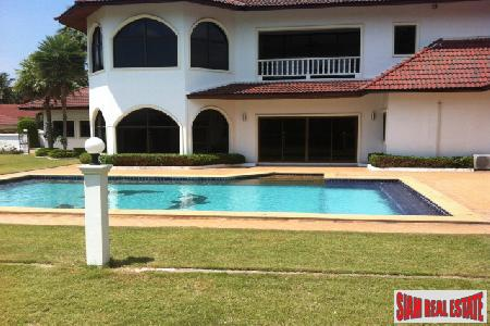 A virtually brand new bungalow situated in a peaceful location - East Pattaya