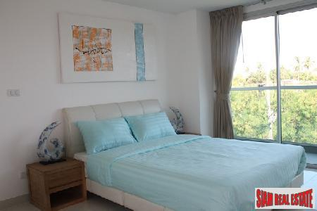 Excellent Cut-Price Condo Available In The Highly Desirable Wong Amat Area of North Pattaya