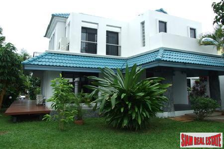4 Bedroom Waterfront Property Within A High Class Development - Na Jomtien