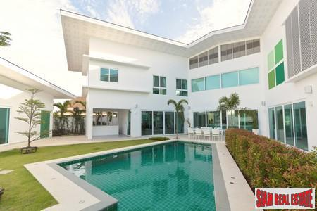 Modern Luxury Five-Bedroom Villa in Rawai
