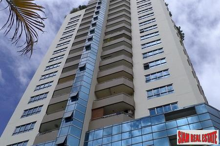 Sarin Place | Two Bedroom Corner Unit Condo for Sale at Ratchadaphisek