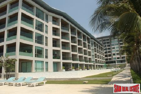 Super Beach Front Apartment In A Fabulous Part Of Town - Naklua