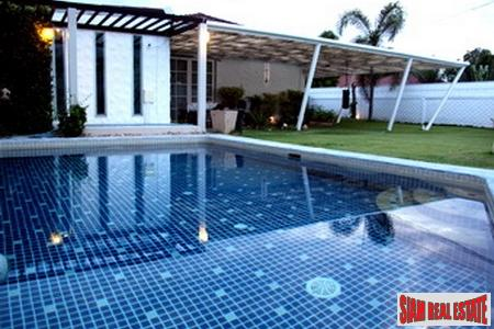 Quality Three-Bedroom Pool Villa in Central Cha-Am
