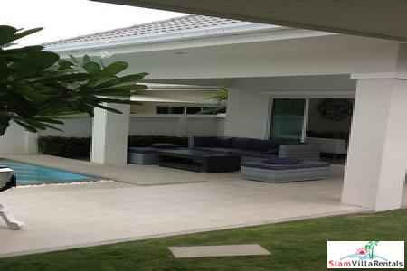 Three-Bedroom House with Pool in 7
