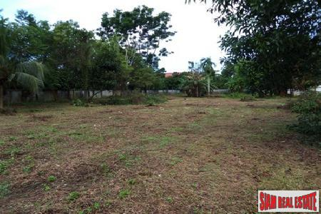 Flat land in Thalang near the main road and close to all amenities